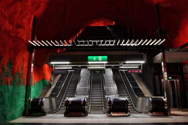 Denna bild har ett alt-attribut som är tomt. Dess filnamn är tunnelbanan.jpg